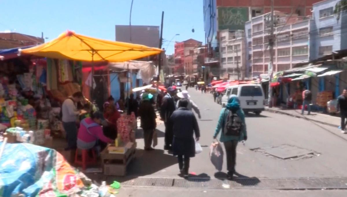 [Video] La Paz trata de abastecerse ante escasez de alimentos y combustibles