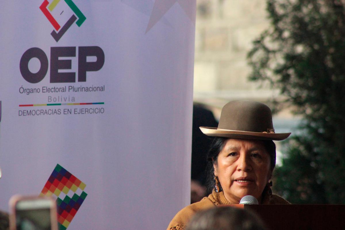 La presidenta del órgano electoral de Bolivia, María Eugenia Choque, durante la apertura de la jornada electoral este domingo en La Paz (Bolivia).