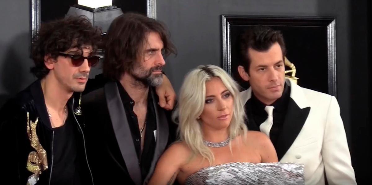 Lady Gaga y el orgullo latino brillan en la alfombra roja de los Grammy