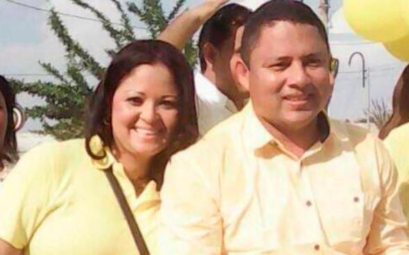 María del Rosario Quiñónes y su esposo, Javimir Gutiérrez Franco, alcalde de Regidor.