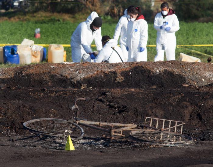 Desde que llegó al poder el 1 de diciembre, López Obrador comenzó un combate frontal al robo de hidrocarburos a través de los ductos de la empresa estatal Petróleos Mexicanos (Pemex).