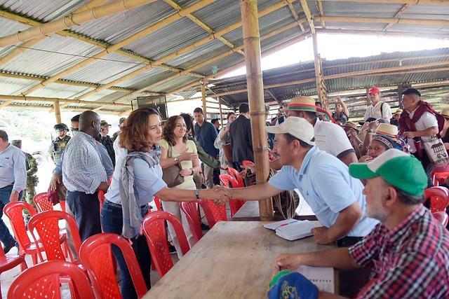 La ministra del Interior, Nancy Patricia Gutiérrez y el alto comisionado de paz, Miguel Ceballos, son los delegados del gobierno nacional para iniciar esa negociación con los indígenas.