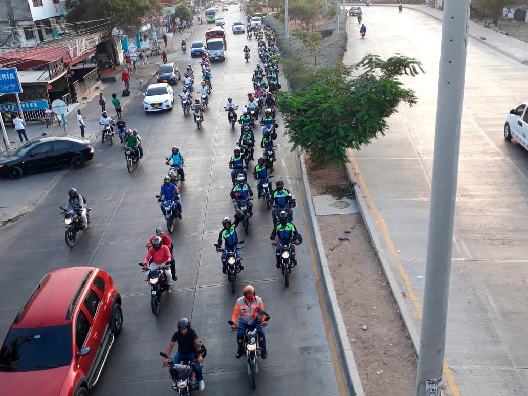 Marcha de mototaxistas por la Transversal 54, dirigiéndose hacia la Crisanto Luque. Julio Castaño/El Universal