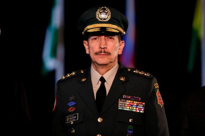 Vinculan al comandante del Ejército con falsos positivos