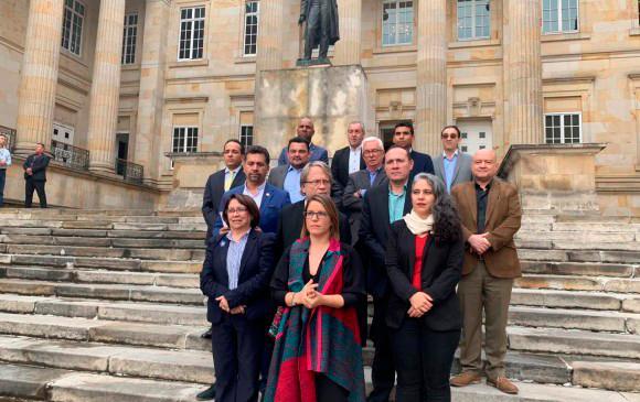 Juanita Goebertus estuvo acompañada de representantes de los partidos de la oposición. FOTO: Cortesía