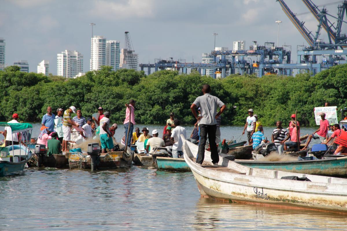 Pescadores en medio de una protesta. // Archivo El Universal.