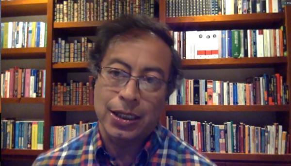 Video: Gustavo Petro responde al video en el que recibe varios fajos de dinero
