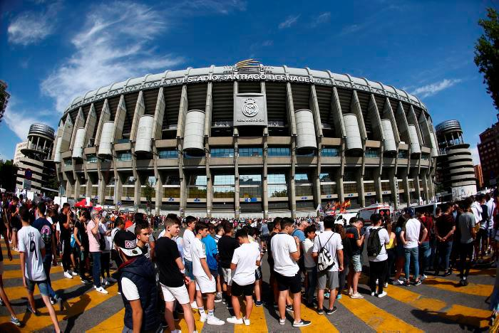 Hinchas se volcaron hacia el Santiago Bernabéu para ver la presentación de Eden Hazard