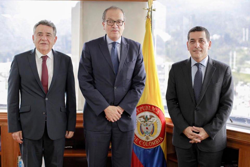 Édgar Martínez, gobernador de Sucre; Fernando Carrillo,procurador General, y Dumek Turbay, gobernador de Bolívar.