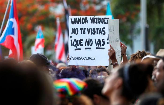 Este es el décimo séptimo día de protestas en la capital de Puerto Rico por la situación política. // AP