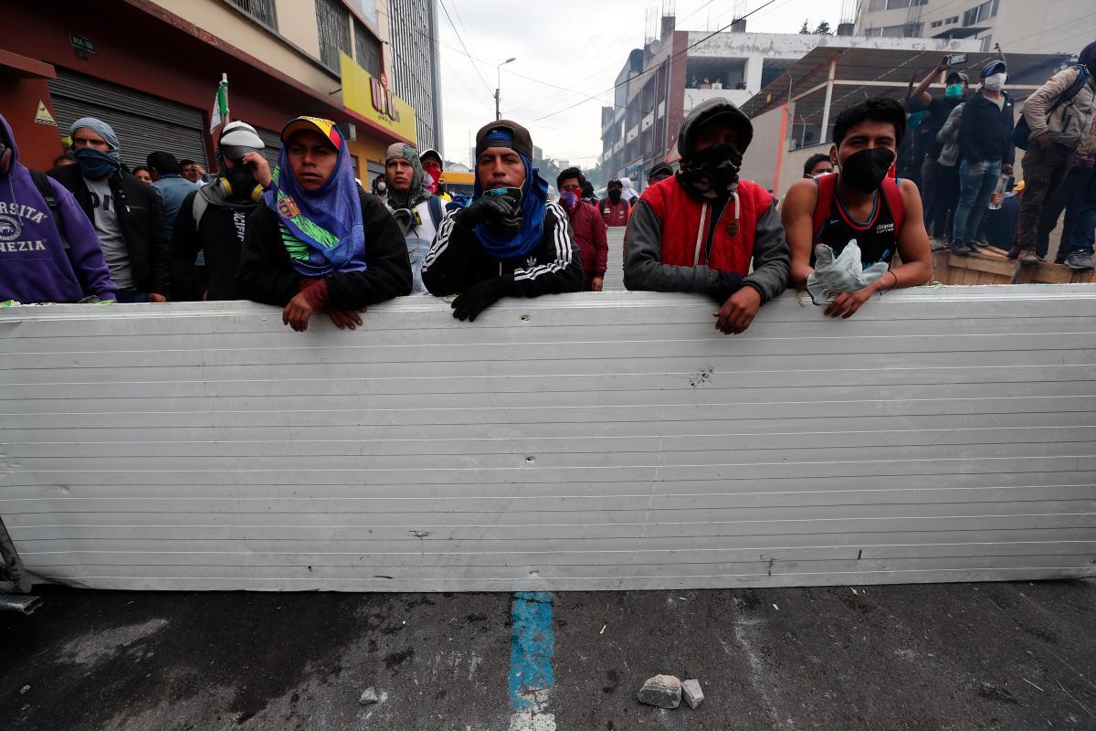 La ola de disturbios y protestas comenzó con la cancelación del subsidio a la gasolina, una decisión de Moreno para incrementar los ingresos del Estado. // EFE José Jacome.