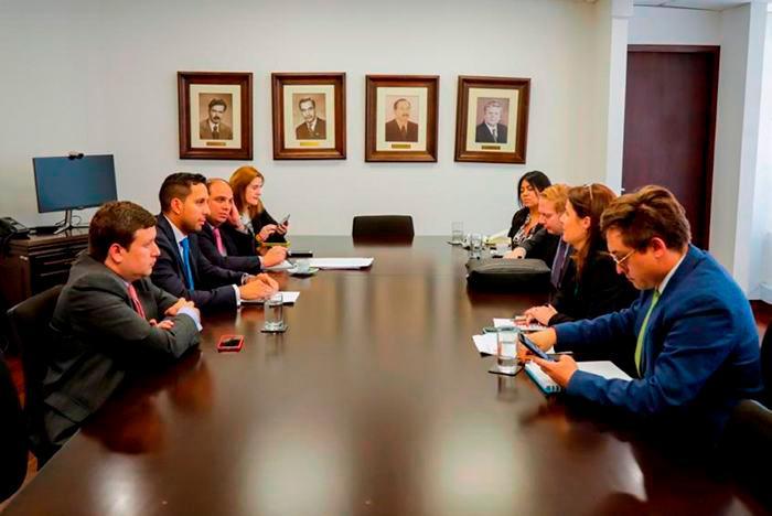 Reunión entre asesores de la Defensoría del Pueblo. //El Universal.