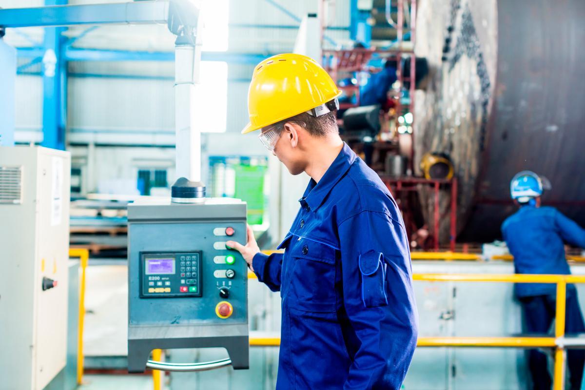 Las instituciones técnicas suelen tener convenios de prácticas laborales con el sector productivo, lo que facilita que los egresados cuenten con experiencia significativas y sean más competitivos. // 123RF.