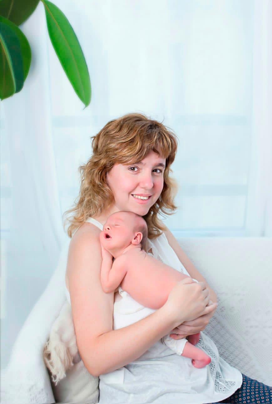Teresa Domingo (en Instagram aparece como @mama_in_vitro) junto a su bebé, Jordi.