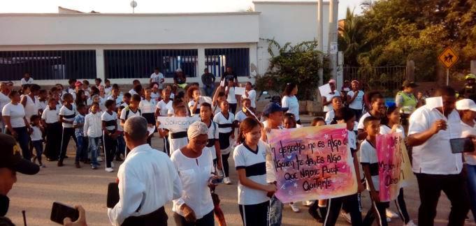 En Tierrabaja vuelven a protestar por malas condiciones del colegio