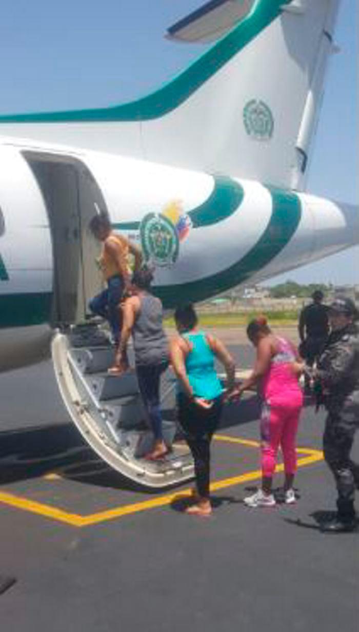 El vuelo en el que se trasladaron las reclusas salió a las 12:00 del medio día. //Cortesía.