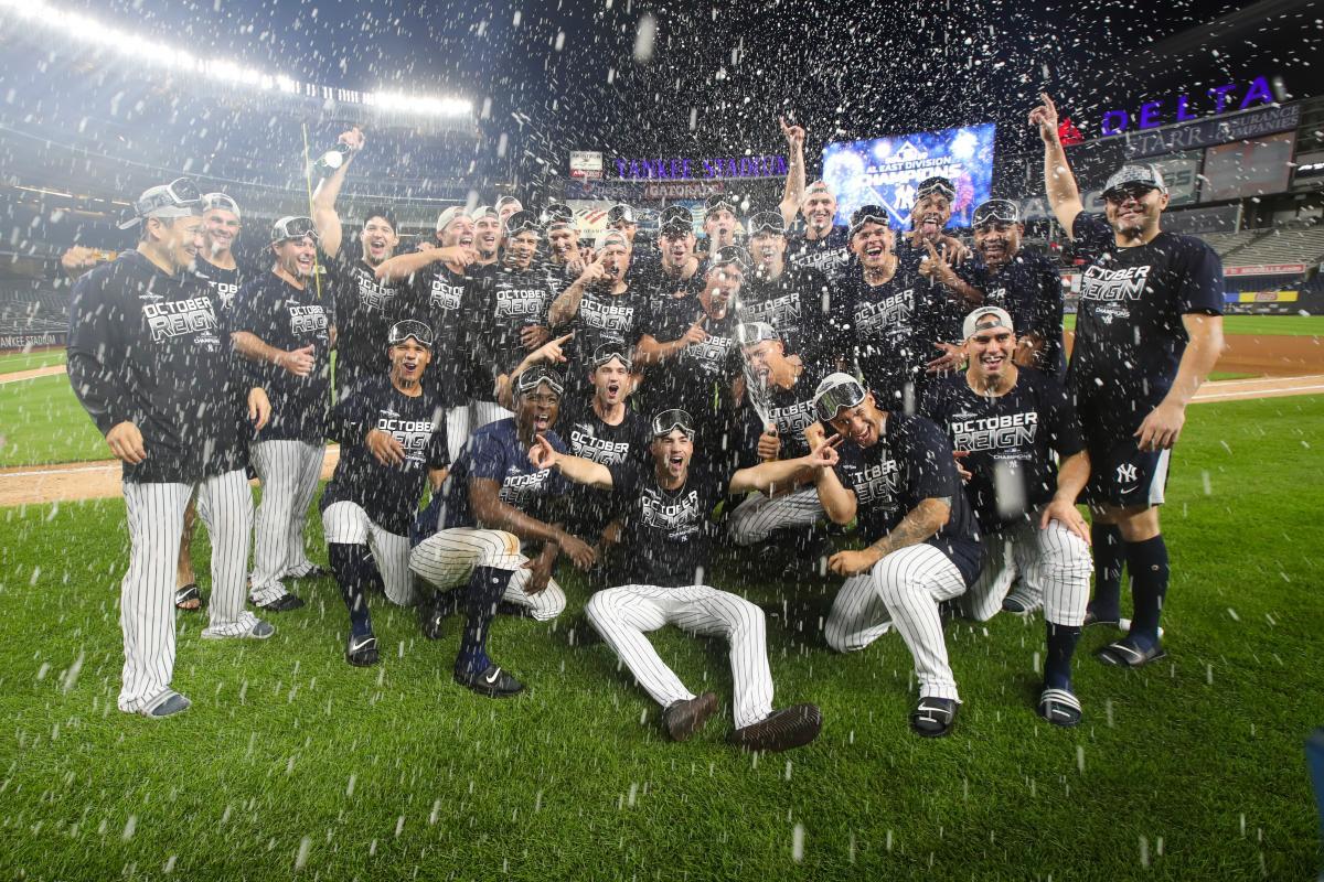 Los peloteros de los Yanquis festejan su título divisional en la Liga Americana.//AP