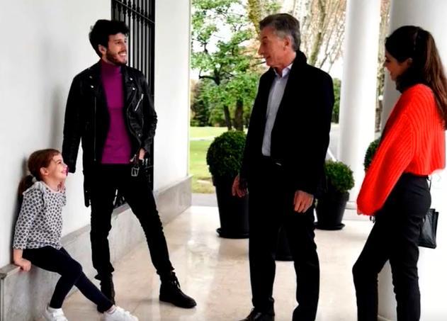 Sebastián Yatra sorprende a la hija pequeña del presidente argentino Macri