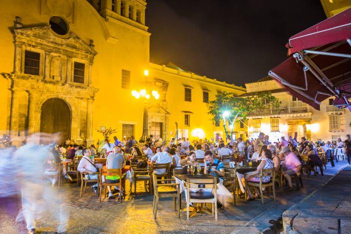 Plaza Santo Domingo, luz repleta de alas - El Universal - Colombia