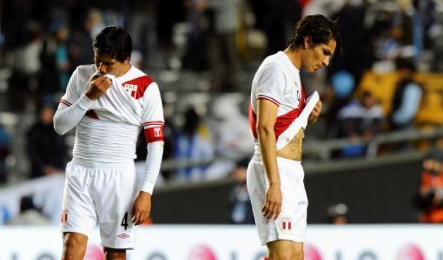 Los jugadores de Perú salieron tristes del terreno