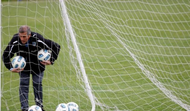 Óscar Tabárez, DT de Uruguay dijo que Messi no es Supermán.