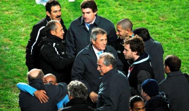El técnico Óscar Tabárez y todo el plantel festejaron su llegada a la final