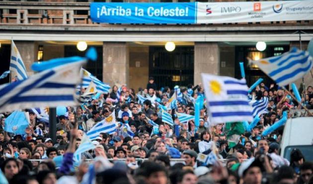En Montevideo, la hinchada celebró el título de la celeste.