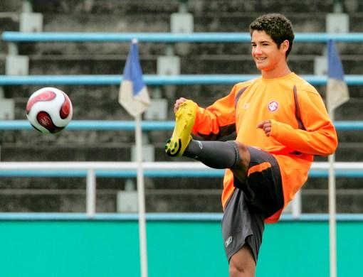 Alexandre Pato fue confirmado para estar en el frente de ataque de Brasil