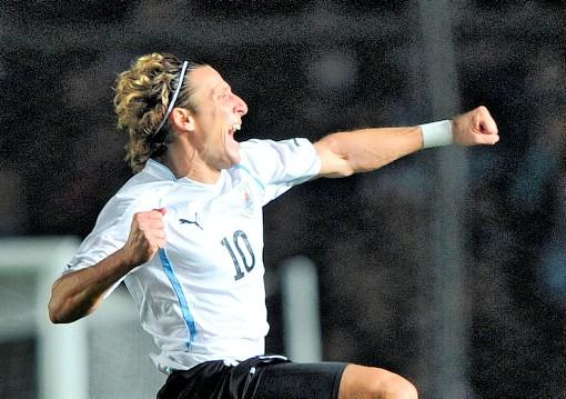 El delantero uruguayo Diego Forlán espera marcar y ganar la Copa América
