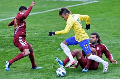 Neymar decepcionó en su debut con Brasil en la Copa América 2011.