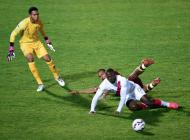 Pedro Gallese (amarillo) durante el partido contra Venezuela.