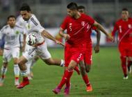 Jugadores de Perú y México durante el amistoso.