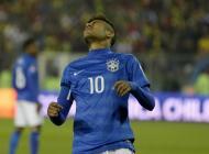 Neymar se lamenta tras fallar una ocasión.
