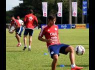 La Selección de Paraguay entrena pensando en la Copa América.