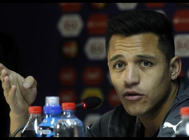 Alexis Sánchez durante la conferencia de prensa.