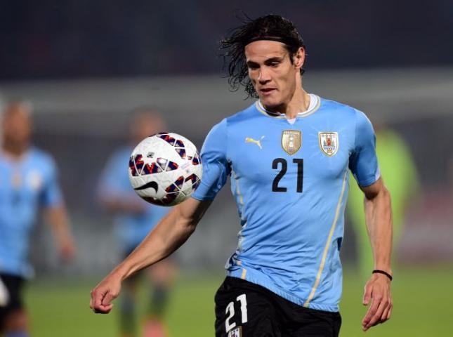 Edinson Cavani durante el partido contra Perú.