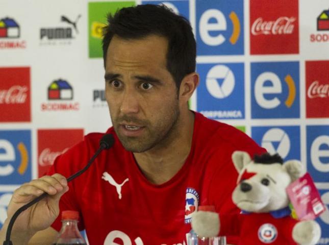 Claudio Bravo arquero de la selección chilena.