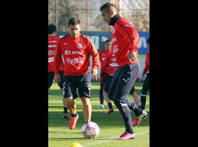 David Pizarro junto a Arturo Vidal en un entrenamiento.
