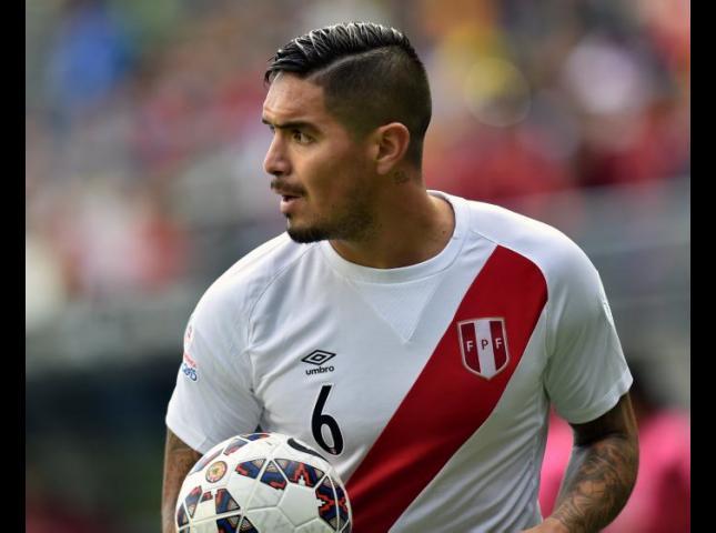 Juan Vargas en el partido contra Colombia.