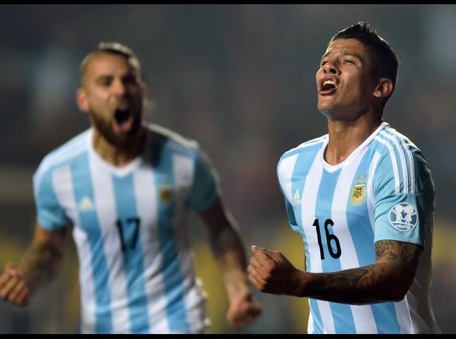 Marcos Rojo celebra su gol ante Paraguay.