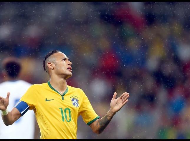 Neymar capitán y líder de la selección brasileño.