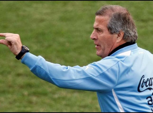 Óscar Washington tábarez seleccionador uruguayo.