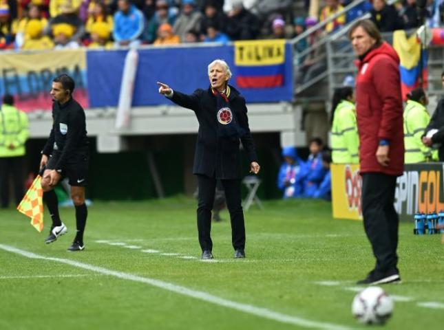 Jose Pékerman durante el partido con Perú.