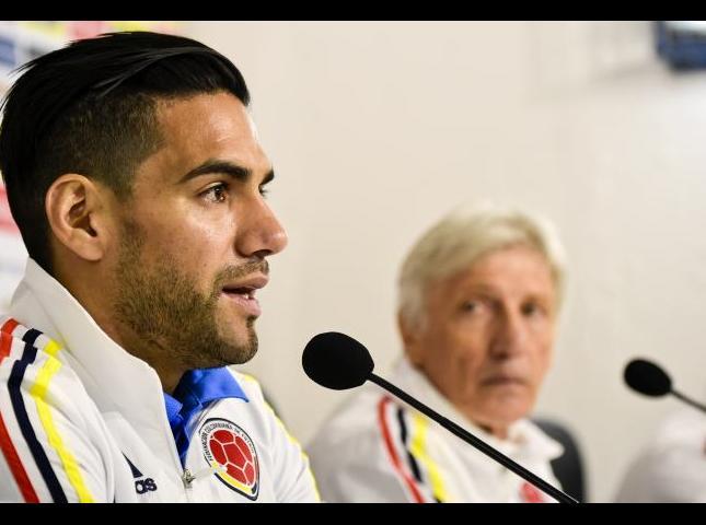 Radamel Falcao y José Pékerman durante la rueda de prensa.