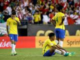 Los jugadores de Brasil muestran su decepción ante la pérdida.