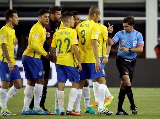 A la selección de Brasil le hacen falta estrellas.