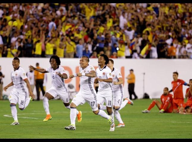Selección Colombia celebrando el paso a semifinales.