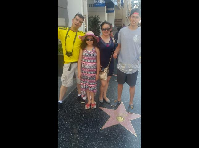 Esta familia colombiana se tomó fotos con las estrellas.