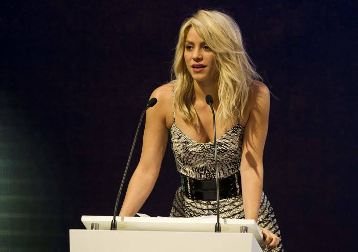 Shakira insta a empresarios a invertir en la educación temprana. -AP