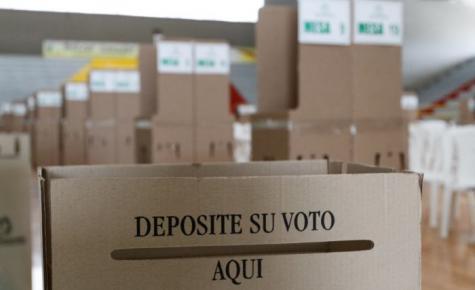 Los manifestantes quieren apoderarse de las cajas en las que permanecen las votaciones de la población.